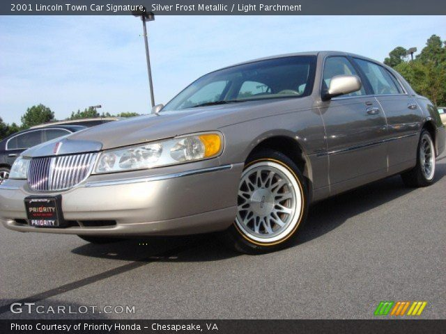 silver frost metallic 2001 lincoln town car signature light parchment interior gtcarlot. Black Bedroom Furniture Sets. Home Design Ideas