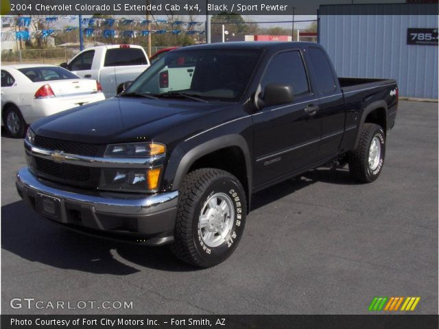 2004 Chevrolet Colorado LS Extended Cab 4x4 in Black