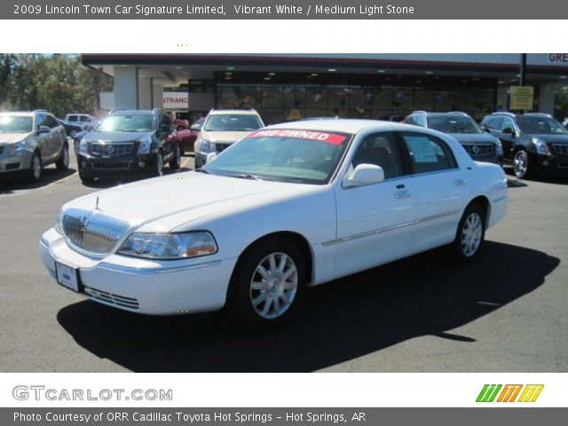 vibrant white 2009 lincoln town car signature limited. Black Bedroom Furniture Sets. Home Design Ideas