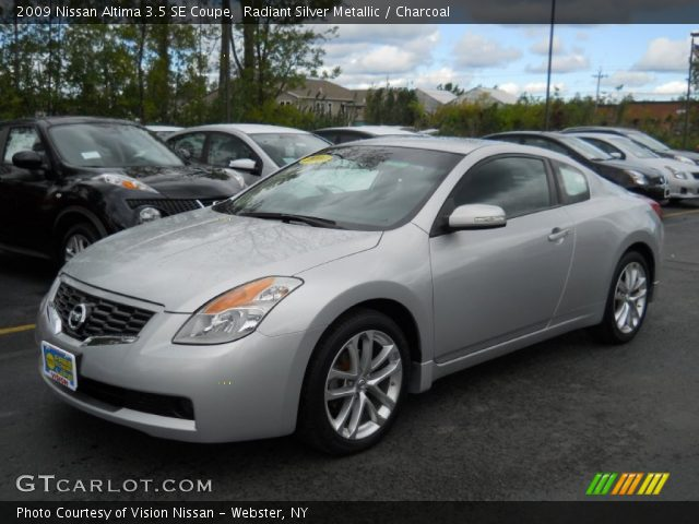 radiant silver metallic 2009 nissan altima 3 5 se coupe charcoal interior. Black Bedroom Furniture Sets. Home Design Ideas