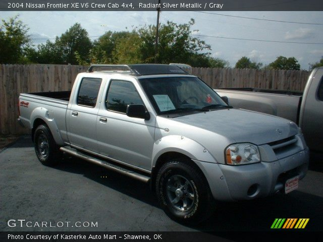 radiant silver metallic 2004 nissan frontier xe v6 crew cab 4x4 gray interior. Black Bedroom Furniture Sets. Home Design Ideas