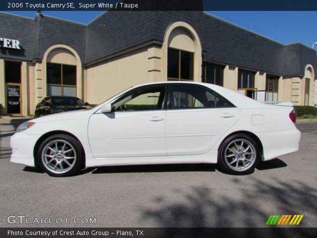 super white 2006 toyota camry se taupe interior vehicle archive 55875194. Black Bedroom Furniture Sets. Home Design Ideas