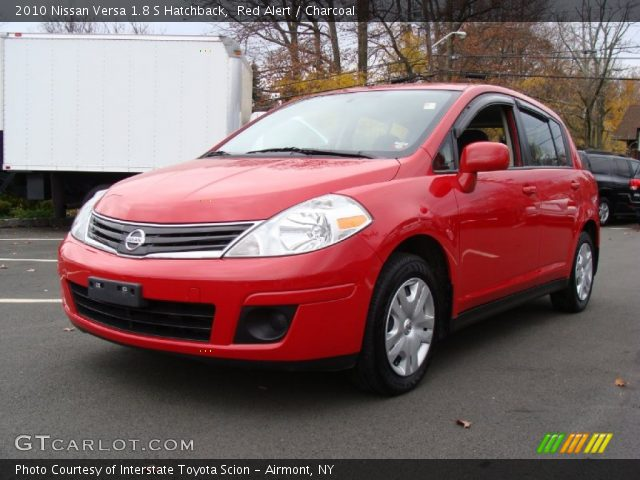 red alert 2010 nissan versa 1 8 s hatchback charcoal. Black Bedroom Furniture Sets. Home Design Ideas