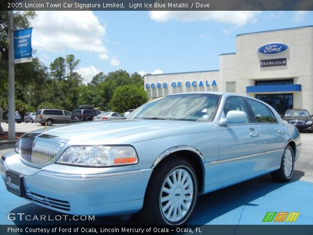 light ice blue metallic 2005 lincoln town car signature limited dove interior. Black Bedroom Furniture Sets. Home Design Ideas