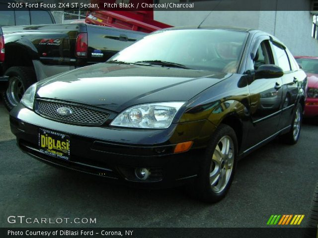 pitch black 2005 ford focus zx4 st sedan charcoal charcoal interior vehicle. Black Bedroom Furniture Sets. Home Design Ideas