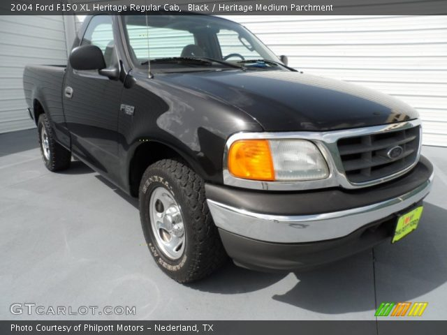 2004 Ford F150 XL Heritage Regular Cab in Black