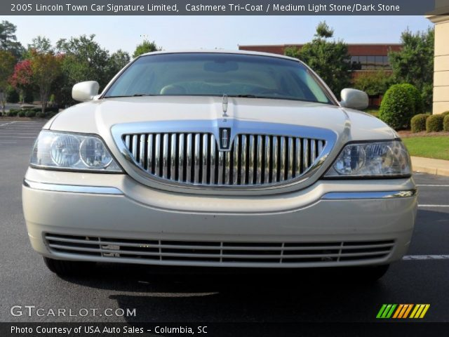 2005 Lincoln Town Car Signature Limited in Cashmere Tri-Coat
