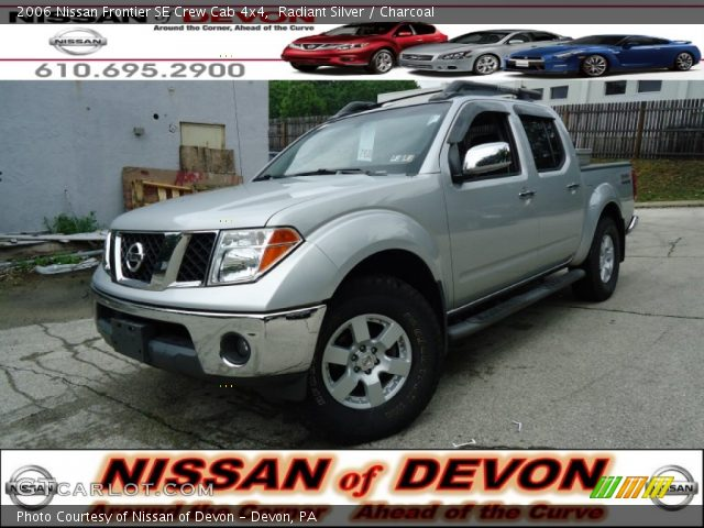 radiant silver 2006 nissan frontier se crew cab 4x4 charcoal interior. Black Bedroom Furniture Sets. Home Design Ideas
