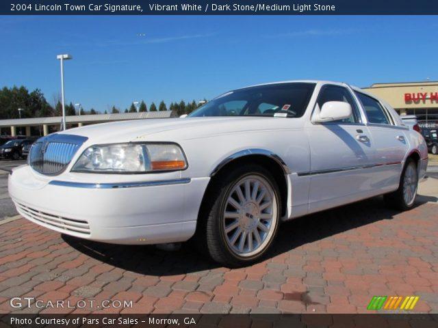 2004 Lincoln Town Car Signature in Vibrant White