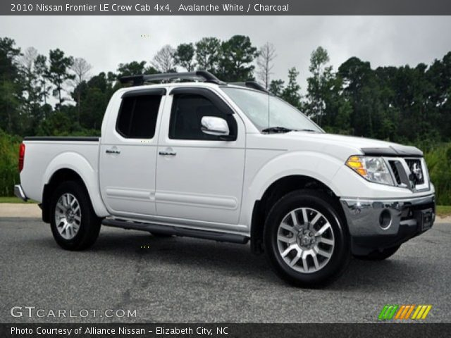 avalanche white 2010 nissan frontier le crew cab 4x4 charcoal interior. Black Bedroom Furniture Sets. Home Design Ideas