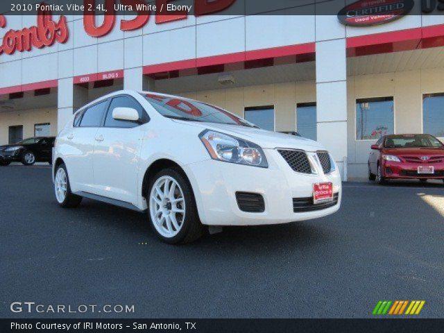 2010 Pontiac Vibe 2.4L in Ultra White