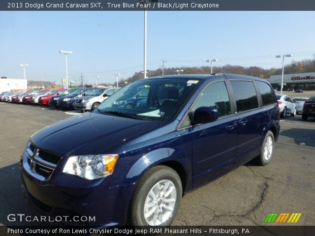 true blue pearl 2013 dodge grand caravan sxt black light graystone interior. Black Bedroom Furniture Sets. Home Design Ideas