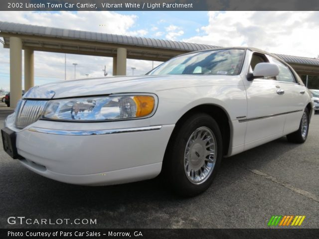 vibrant white 2002 lincoln town car cartier light parchment interior. Black Bedroom Furniture Sets. Home Design Ideas