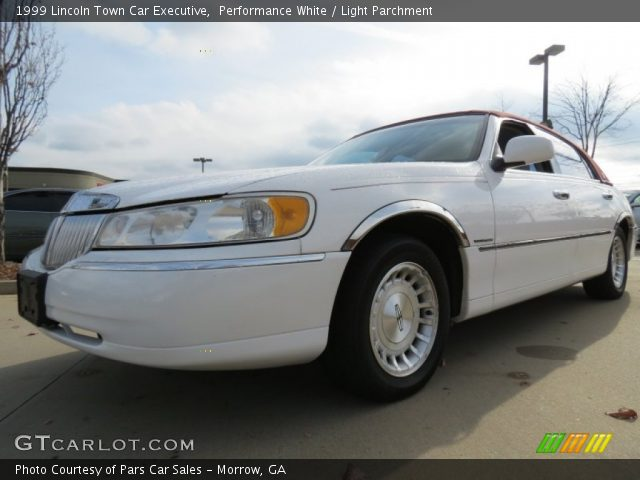 performance white 1999 lincoln town car executive light parchment interior. Black Bedroom Furniture Sets. Home Design Ideas