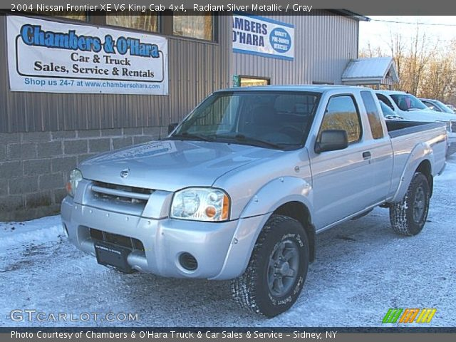 radiant silver metallic 2004 nissan frontier xe v6 king cab 4x4 gray interior. Black Bedroom Furniture Sets. Home Design Ideas