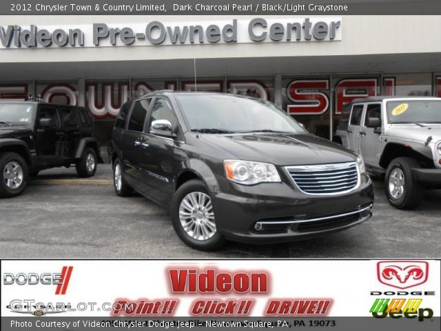 dark charcoal pearl 2012 chrysler town country limited black light graystone interior. Black Bedroom Furniture Sets. Home Design Ideas