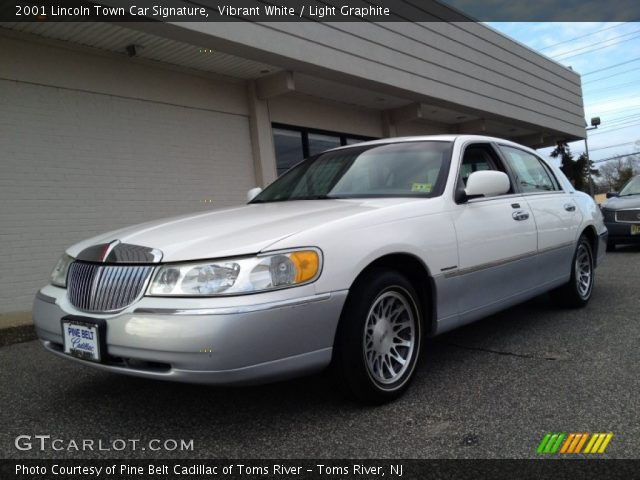 vibrant white 2001 lincoln town car signature light graphite interior. Black Bedroom Furniture Sets. Home Design Ideas