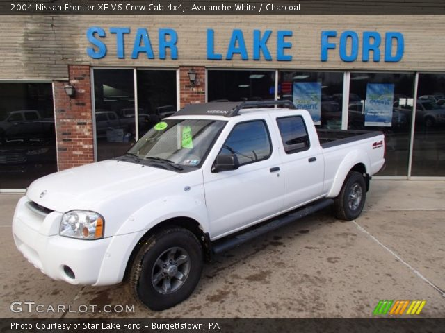 avalanche white 2004 nissan frontier xe v6 crew cab 4x4 charcoal interior. Black Bedroom Furniture Sets. Home Design Ideas