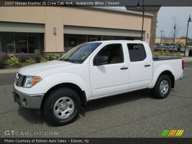 avalanche white 2007 nissan frontier se crew cab 4x4 desert interior. Black Bedroom Furniture Sets. Home Design Ideas