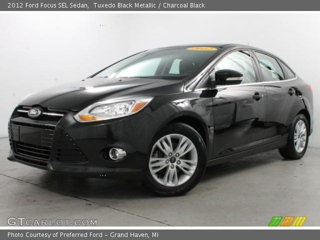 tuxedo black metallic 2012 ford focus sel sedan charcoal black interior. Black Bedroom Furniture Sets. Home Design Ideas