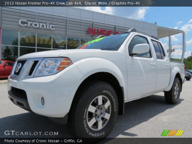 glacier white 2013 nissan frontier pro 4x crew cab 4x4 graphite pro 4x interior gtcarlot. Black Bedroom Furniture Sets. Home Design Ideas