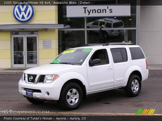 avalanche white 2005 nissan pathfinder xe 4x4 desert. Black Bedroom Furniture Sets. Home Design Ideas