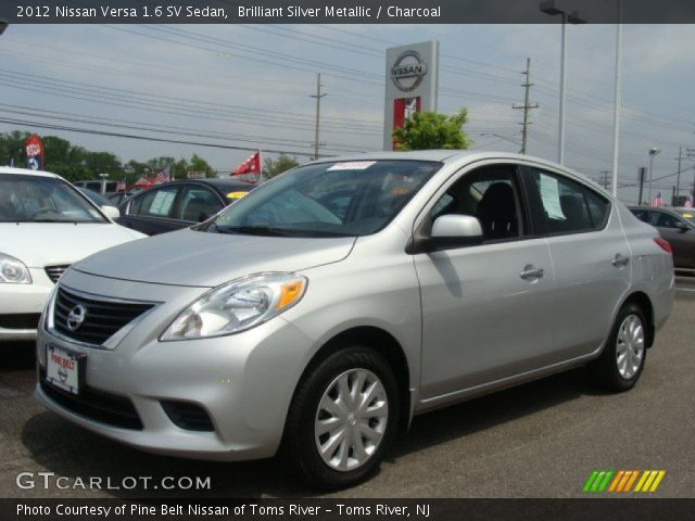 brilliant silver metallic 2012 nissan versa 1 6 sv sedan charcoal interior. Black Bedroom Furniture Sets. Home Design Ideas