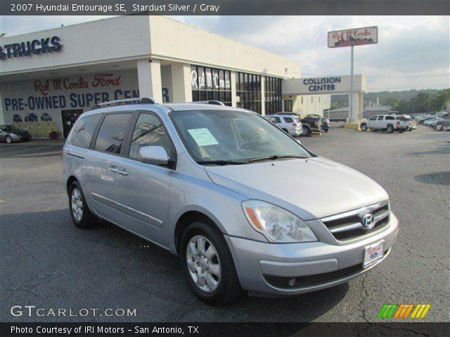 2007 Hyundai Entourage SE in Stardust Silver