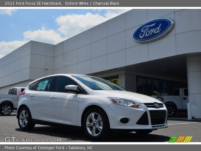oxford white 2013 ford focus se hatchback charcoal black interior vehicle. Black Bedroom Furniture Sets. Home Design Ideas
