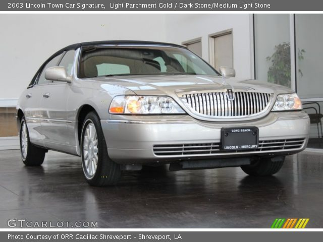 2003 Lincoln Town Car Signature in Light Parchment Gold