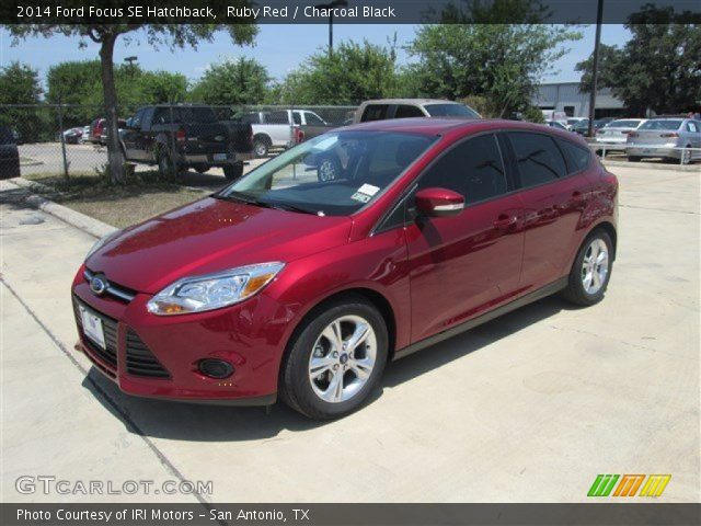 ruby red 2014 ford focus se hatchback charcoal black interior vehicle. Black Bedroom Furniture Sets. Home Design Ideas