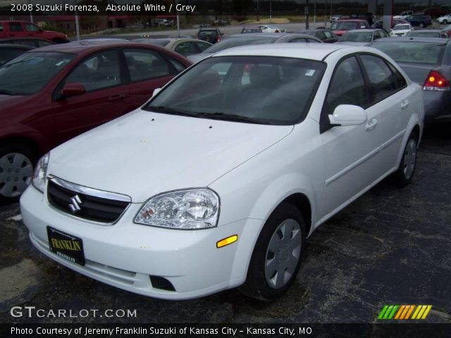 2008 Suzuki Forenza  in Absolute White