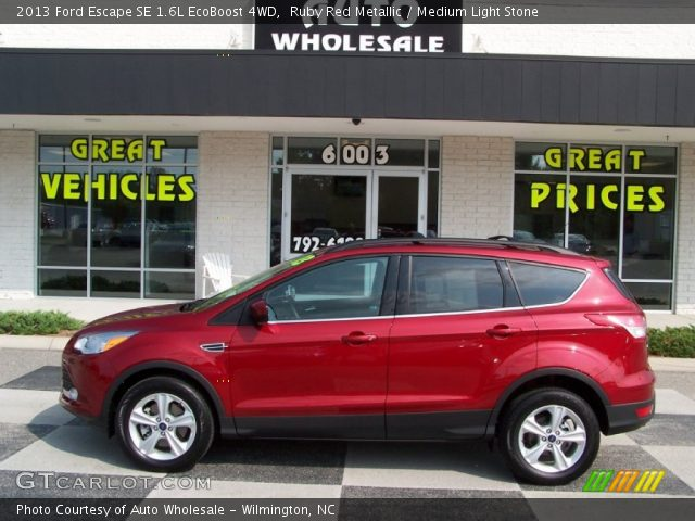 ruby red metallic 2013 ford escape se 1 6l ecoboost 4wd medium light stone interior. Black Bedroom Furniture Sets. Home Design Ideas