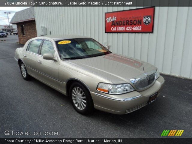 2004 Lincoln Town Car Signature in Pueblo Gold Metallic