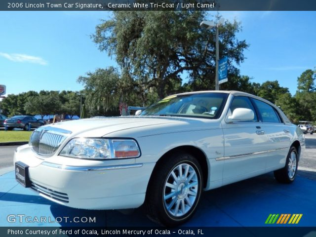 2006 Lincoln Town Car Signature in Ceramic White Tri-Coat