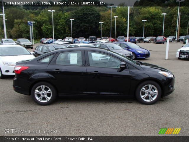 tuxedo black 2014 ford focus se sedan charcoal black interior vehicle. Black Bedroom Furniture Sets. Home Design Ideas