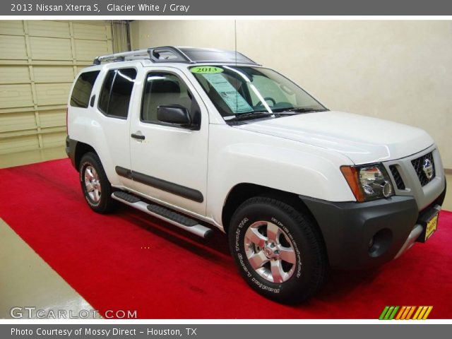 glacier white 2013 nissan xterra s gray interior vehicle archive 86069100. Black Bedroom Furniture Sets. Home Design Ideas