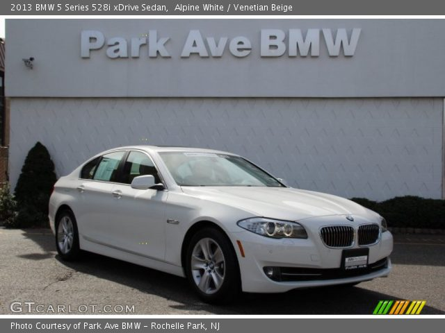 2013 BMW 5 Series 528i xDrive Sedan in Alpine White