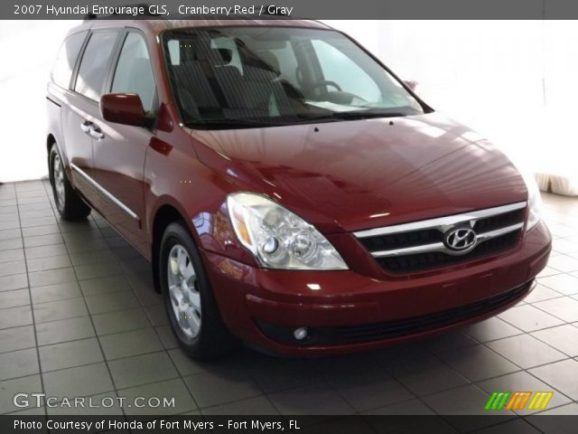 2007 Hyundai Entourage GLS in Cranberry Red