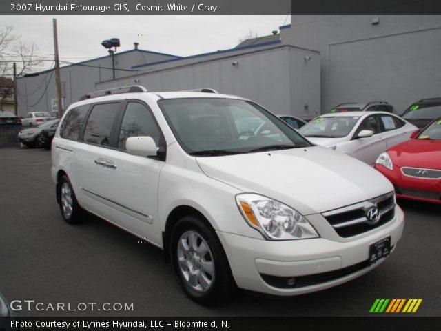 2007 Hyundai Entourage GLS in Cosmic White