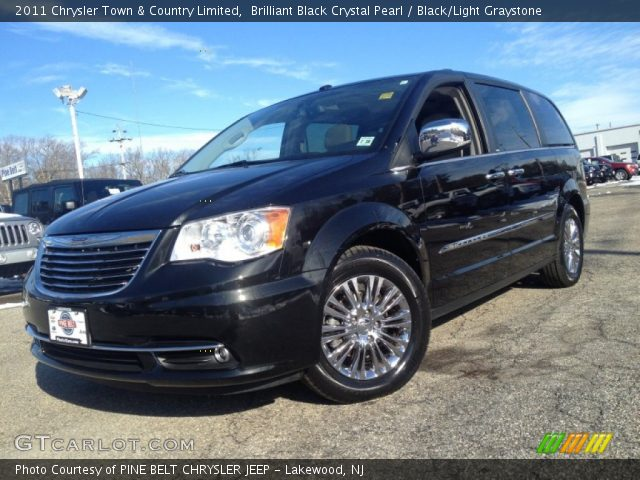2011 Chrysler Town & Country Limited in Brilliant Black Crystal Pearl