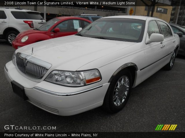 2008 Lincoln Town Car Signature Limited in Vibrant White