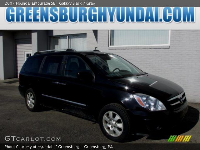 2007 Hyundai Entourage SE in Galaxy Black