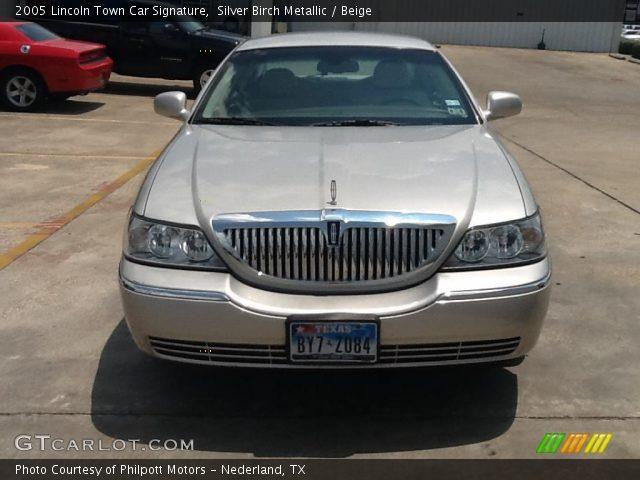 2005 Lincoln Town Car Signature in Silver Birch Metallic
