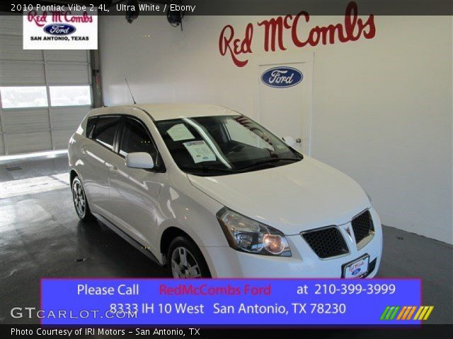 2010 Pontiac Vibe 2.4L in Ultra White