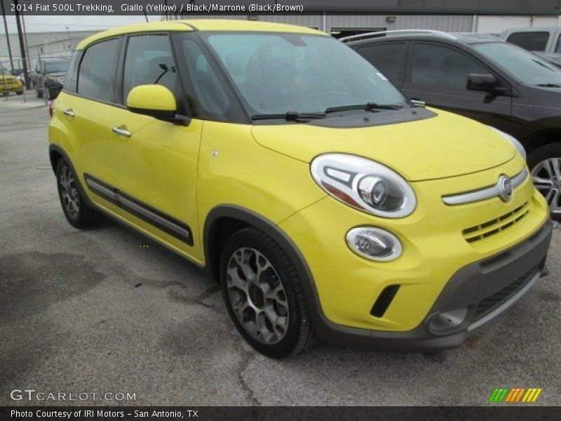 Giallo (Yellow) / Black/Marrone (Black/Brown) 2014 Fiat 500L Trekking