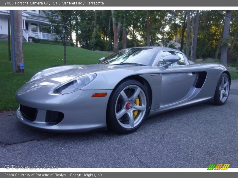 Front 3/4 View of 2005 Carrera GT