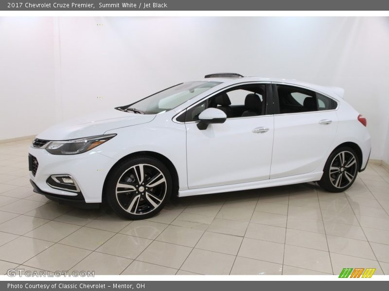 Front 3/4 View of 2017 Cruze Premier