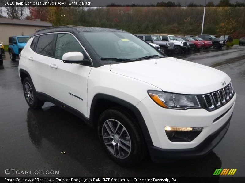 Front 3/4 View of 2018 Compass Latitude 4x4