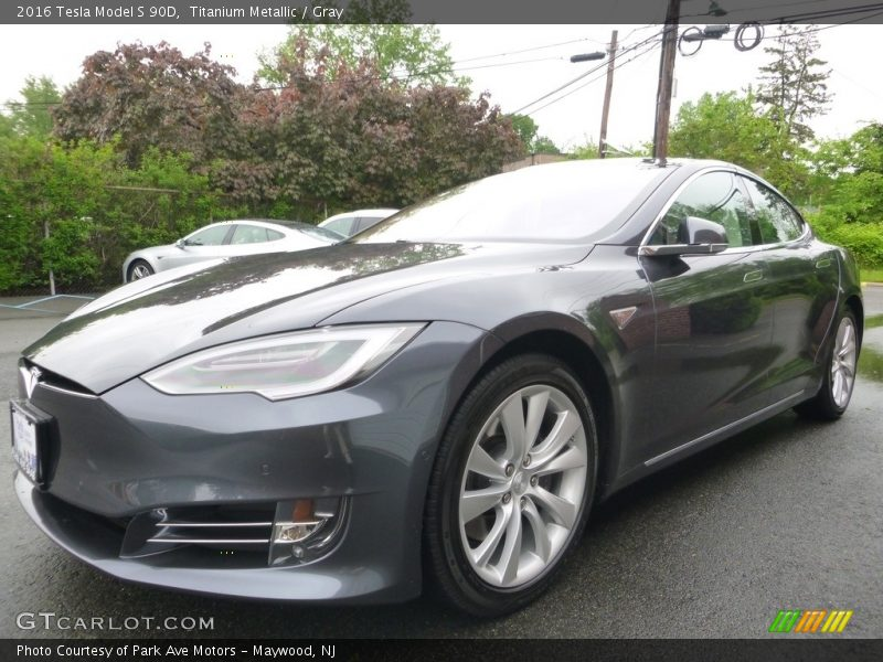 Front 3/4 View of 2016 Model S 90D